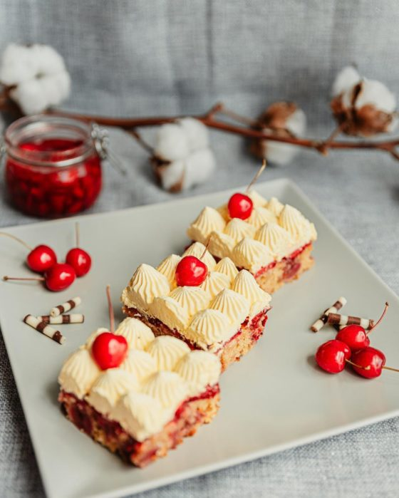 kolač_jagode_trešnje_susiehr